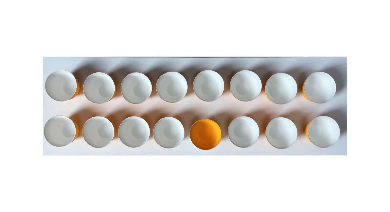 Rare little Avis. White bowls